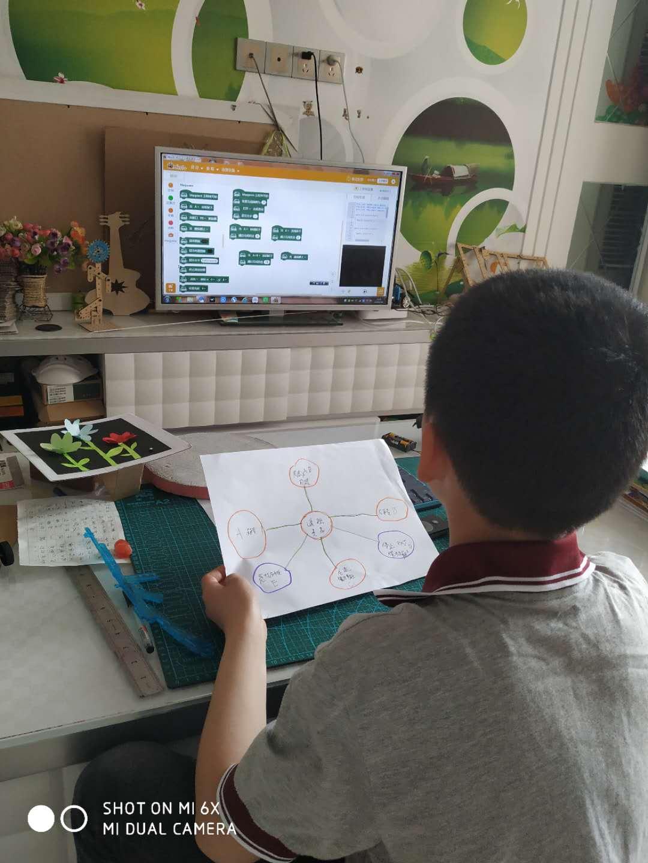 我今年8岁,为麦昆小车设计程序,这是我学写的第一个程序
