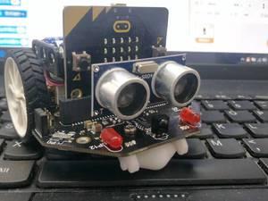 看小朋友如何玩转麦昆迷你机器人