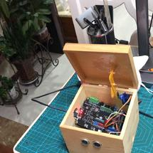 Arduino创客作品推荐:【PinPong Board】根据环境光线不停调整盒盖的宝盒
