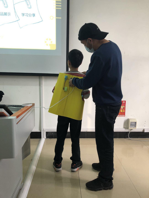 2020年河南省—驻马店培训—优秀作品—背部按摩仪